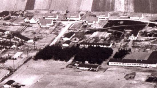 Das Foto zeigt eine Luftaufnahme des Lagers Heidkamp in den 1950er Jahren