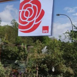 Plakat Solidarität in einem Fenster