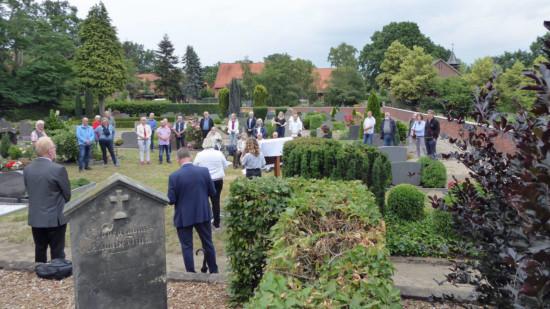 Bild von der Einweihung der Gedenktafel