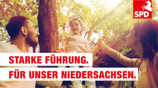 """Das Bild zeigt eine Familie mit dem Text """"Starke Führung. Für unser Niedersachsen."""""""