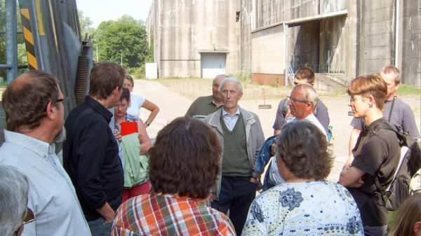 Besuchergruppe im Bunker Valtentin