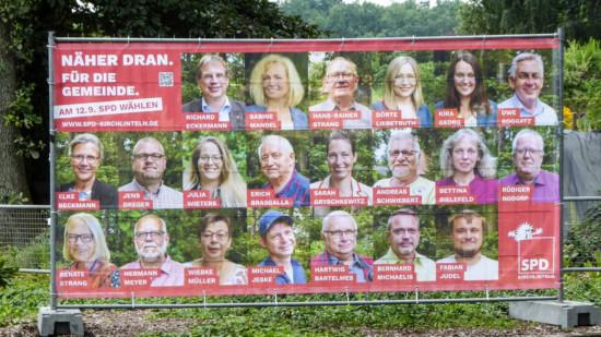 Wahlplakat mit allen Kandidierenden