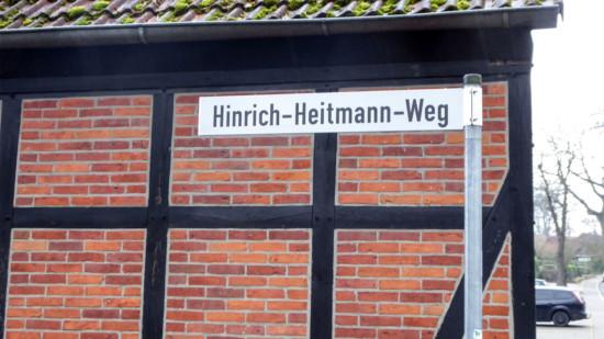 Foto: Neues Schild Hinrich-Heitmann-Weg
