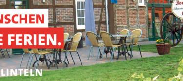 """Bild von Sitzplätzen vor einem Dorfladen und dem Text """"Wir wünschen schöne Ferien"""""""