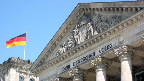 Bil vom Reichstag mit deutscher Fahne