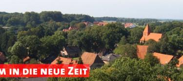 """Luftbild von Kirchlinteln und der Text """"Gemeinsam in die neue Zeit"""""""